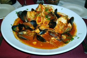Soooo much delicious seafood chocked into this steamy and spicy cioppino that I got along with a great glass of red wine at the cute and romantic Queen City Grill in Belltown with Bryan on Wednesday!