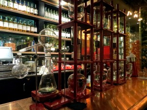 Von's 1000 cool bar and science experiments for drinks