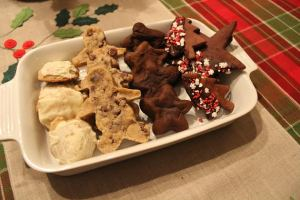 Mine are the beauties on the right; chocolate cut-out cookies with chocolate peppermint schnapps glaze and mint sprinkles.  Others were chai cookies with eggnog frosting, vegan chocolate chip men, and chocolate stuffed with pumpkin stars, in order.