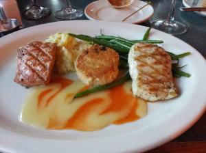 Ivar's northwest combo plate of Alaskan halibut, king salmon, crab cake, potatoes, green beans and a rich papaya sauce.  Yummy!