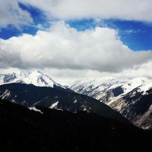 Sunny skies in Aspen.