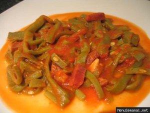 Judias verdes con tomato sauce.