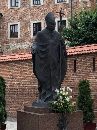 Statue at Wawel Castle