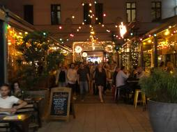 Exploring the Jewish Quarter nightlife